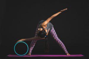 Yoga-und-dehnung-mit-der-Yogamatte